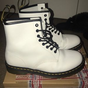White dr. Marten 8 eye boots